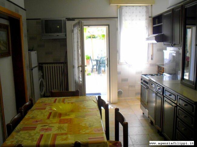 Ampio soggiorno abitabile con angolo cottura