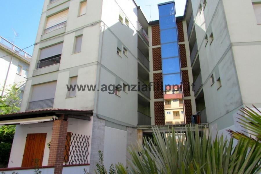 Condominio Faro - appartamento ubicato al secondo piano con ascensore